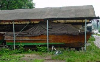Holzboot-vorher.jpg